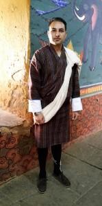 Mahendra staand in Dzong