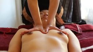 spreading the chest (pectoralis major)